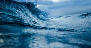 Μικροσεισμοί στον πυθμένα της θάλασσας λόγω συντονισμού κυμάτων στην επιφάνεια
